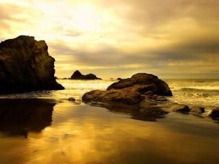 Собирать пазл Рассвет на море онлайн