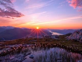 Собирать пазл Рассвет в горах онлайн