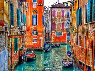 Собирать пазл Разноцветная Венеция онлайн