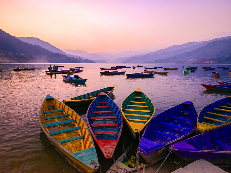 Пазл Собирать пазлы онлайн - Разноцветные лодки