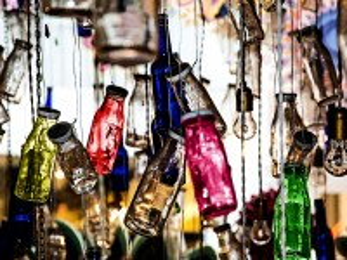 Собирать пазл Разноцветные склянки онлайн