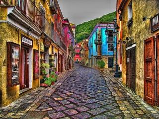 Собирать пазл Разноцветный городок онлайн
