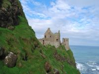 Собирать пазл Замок на берегу моря онлайн