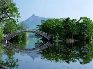 Собирать пазл Речной мост онлайн