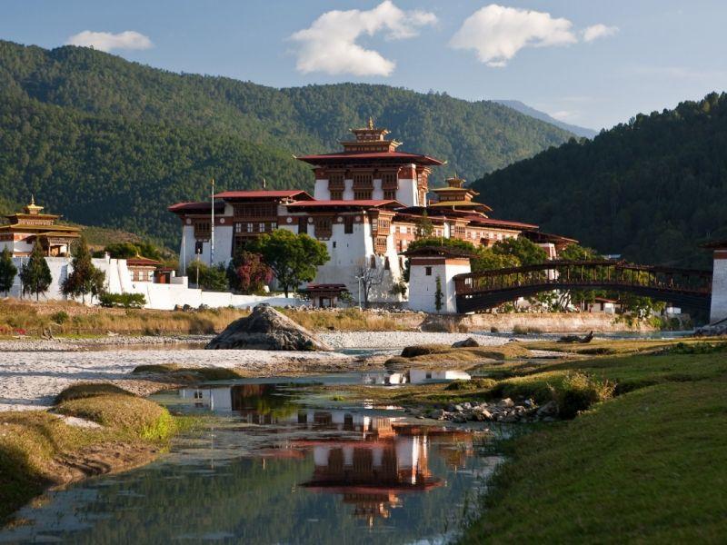 Пазл Собирать пазлы онлайн - Монастырь Такцанг-лакханг