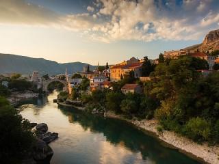 Собирать пазл Река Неретва онлайн