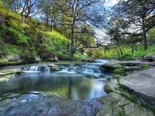 Собирать пазл Река в Англии онлайн
