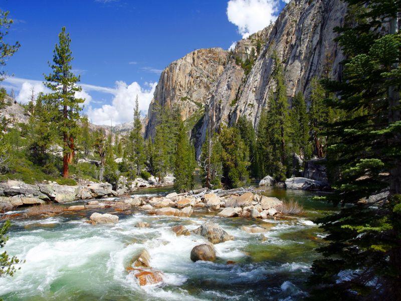 Пазл Собирать пазлы онлайн - Река в горах
