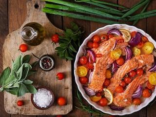 Собирать пазл Рыба с овощами онлайн