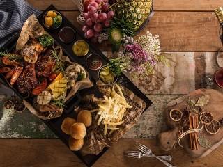 Собирать пазл Роскошный обед онлайн