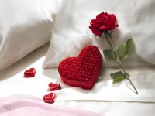 Собирать пазл Роза и конфеты онлайн