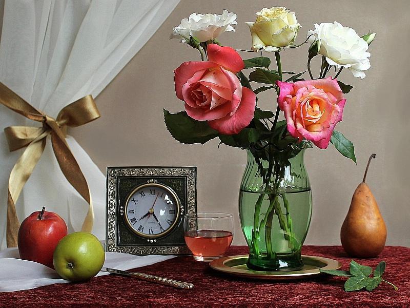Пазл Собирать пазлы онлайн - Розы и часы