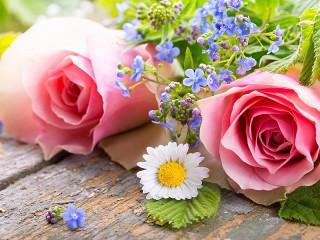 Собирать пазл Розы и незабудки онлайн