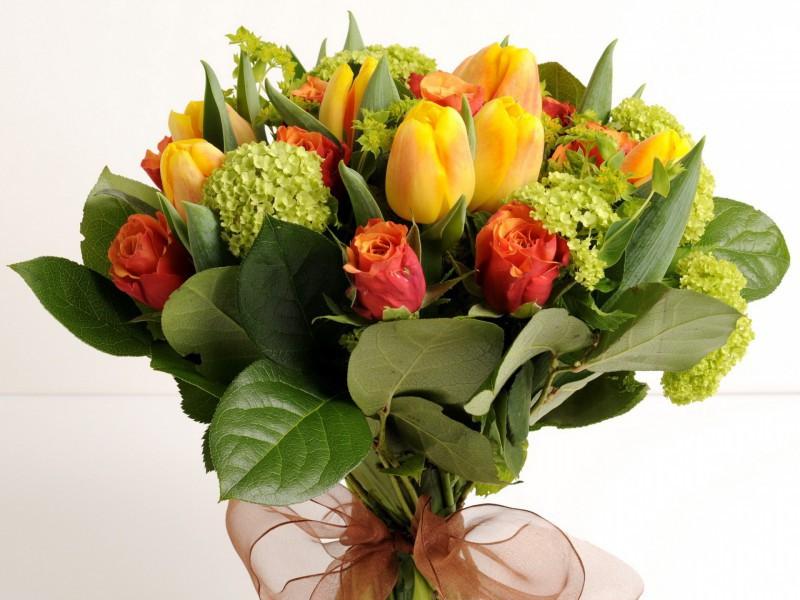 Пазл Собирать пазлы онлайн - Розы и тюльпаны