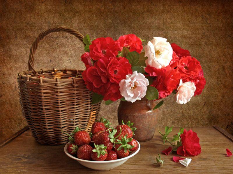 Пазл Собирать пазлы онлайн - Розы и ягоды