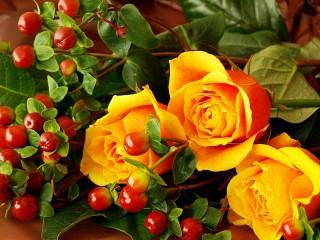 Собирать пазл Розы и ягоды онлайн