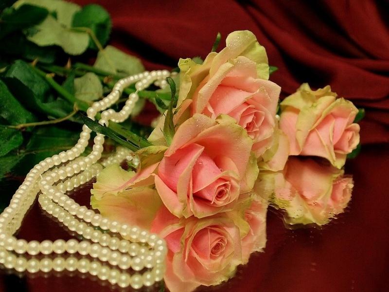 Пазл Собирать пазлы онлайн - Розы и жемчуг