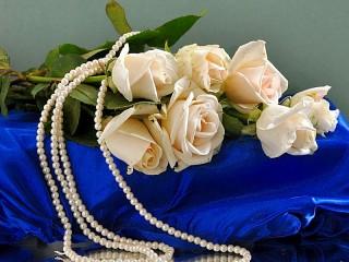 Собирать пазл Розы и жемчуг онлайн
