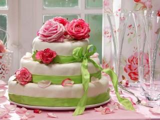 Собирать пазл Розы на торте онлайн