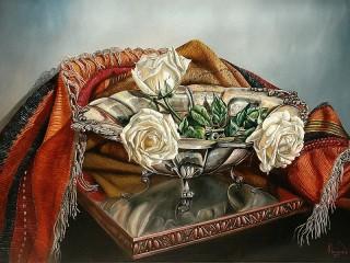 Собирать пазл Розы в серебряной вазе онлайн