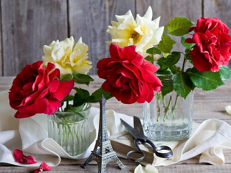 Пазл Собирать пазлы онлайн - Розы в стаканах