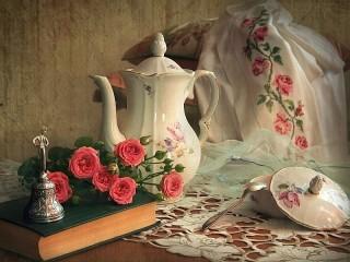 Собирать пазл Розовые мотивы онлайн