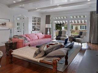 Собирать пазл Розовый диван онлайн