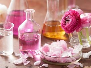 Собирать пазл Розовое масло онлайн