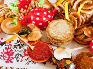 Собирать пазл Русское угощение онлайн
