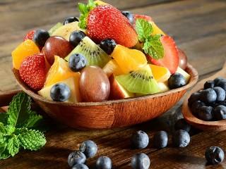 Собирать пазл Салат с фруктами онлайн