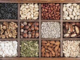 Собирать пазл Семена и орехи онлайн