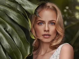 Собирать пазл Сероглазая блондинка онлайн