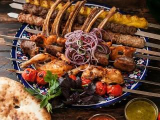 Собирать пазл Шашлык на блюде онлайн