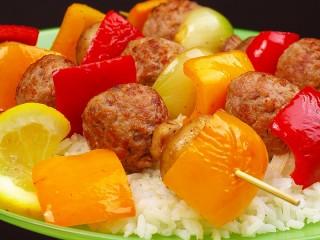 Собирать пазл Шашлыки и рис онлайн