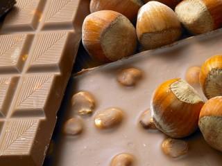 Собирать пазл Шоколад и орехи онлайн