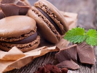 Собирать пазл Шоколадные макарон онлайн
