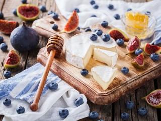 Собирать пазл Сыр и к сыру онлайн