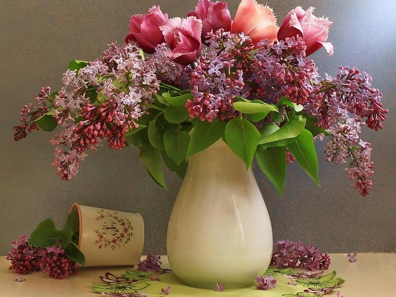 Пазл Собирать пазлы онлайн - Сирень и тюльпаны
