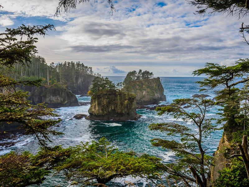 Пазл Собирать пазлы онлайн - Скалы в океане