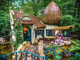 Собирать пазл Сказочный домик онлайн