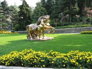 Собирать пазл Скульптура в парке онлайн