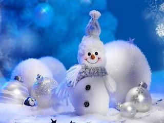 Собирать пазл Снеговик и шары онлайн
