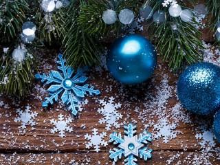 Собирать пазл Снежинки и шары онлайн