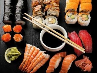 Собирать пазл Соевый соус и суши онлайн
