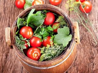 Собирать пазл Соленые помидоры онлайн