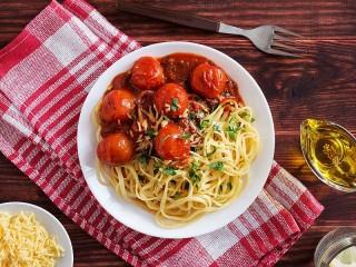 Собирать пазл Спагетти с томатами онлайн