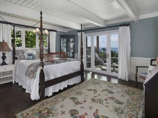 Собирать пазл Спальня с солярием онлайн