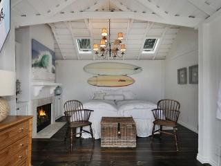 Собирать пазл Спальня в мансарде онлайн
