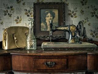 Собирать пазл Старая швейная машинка онлайн