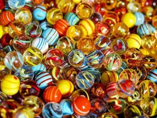 Собирать пазл Стеклянные шарики онлайн